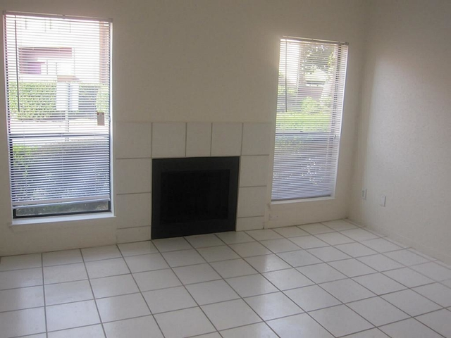 1 Bedroom, Sherbrooke Square Townhome Condominiums Rental in Houston for $1,050 - Photo 2