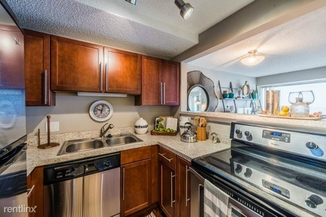 2 Bedrooms, Gold Coast Rental in Chicago, IL for $3,765 - Photo 1