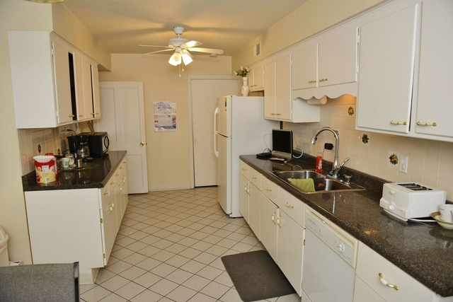 2 Bedrooms, Skokie Rental in Chicago, IL for $1,600 - Photo 2