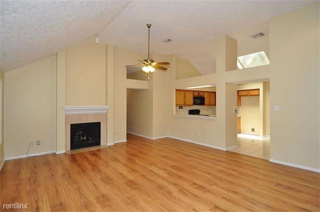 3 Bedrooms, Kings Crossing Rental in Houston for $1,650 - Photo 2