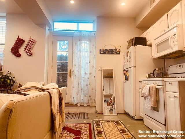 2 Bedrooms, Highland Park Rental in Boston, MA for $2,250 - Photo 2