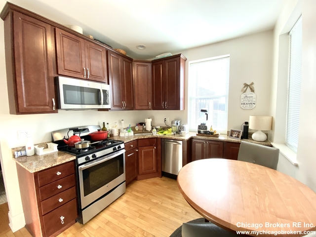 2 Bedrooms, Roscoe Village Rental in Chicago, IL for $1,900 - Photo 2