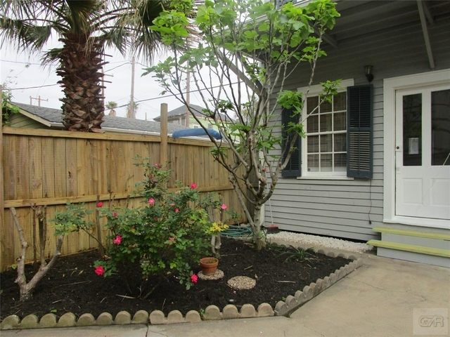 2 Bedrooms, East End Historic District Rental in Houston for $1,300 - Photo 1