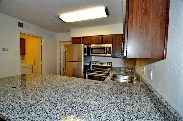 1 Bedroom, White Rock Valley Rental in Dallas for $1,050 - Photo 2