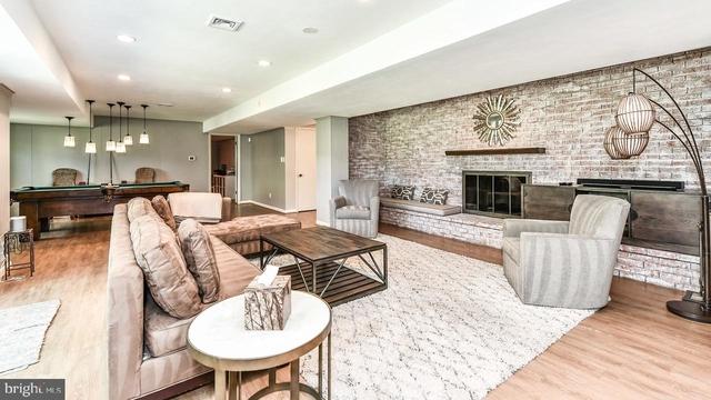 2 Bedrooms, Bethesda Rental in Washington, DC for $1,900 - Photo 1