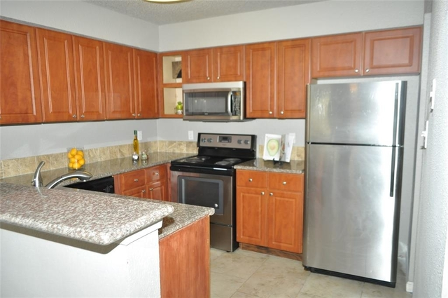3 Bedrooms, Fondren Southwest Tempo Townhome Rental in Houston for $1,250 - Photo 1