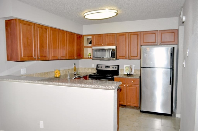 3 Bedrooms, Fondren Southwest Tempo Townhome Rental in Houston for $1,195 - Photo 2