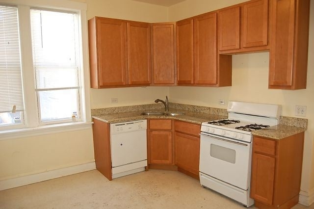 2 Bedrooms, Ukrainian Village Rental in Chicago, IL for $1,900 - Photo 2