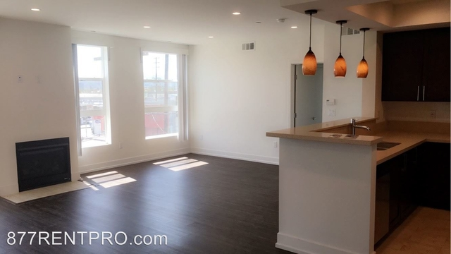 2 Bedrooms, Van Nuys Rental in Los Angeles, CA for $2,595 - Photo 2
