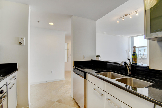 1 Bedroom, Downtown West Palm Beach Rental in Miami, FL for $1,700 - Photo 1