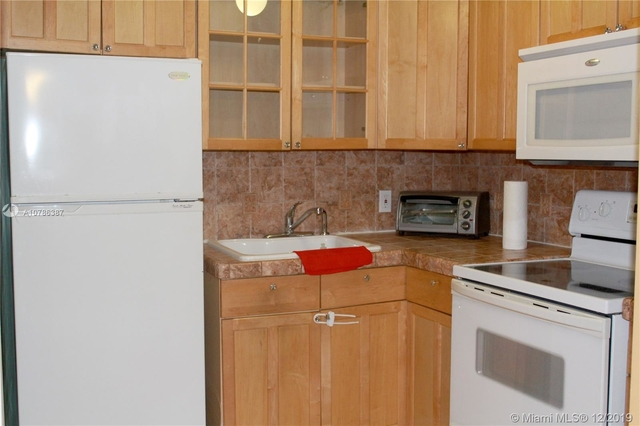 1 Bedroom, Treasure Island Rental in Miami, FL for $1,250 - Photo 2