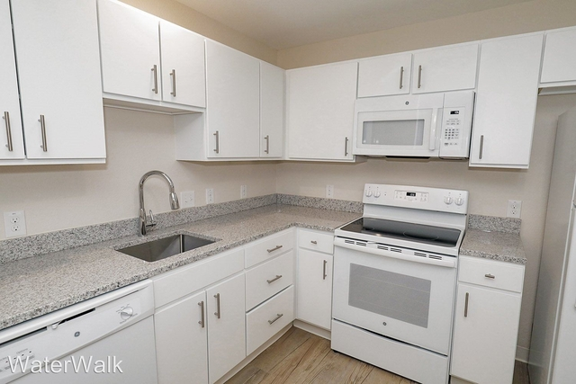 2 Bedrooms, Greenway Rental in Dallas for $1,725 - Photo 2