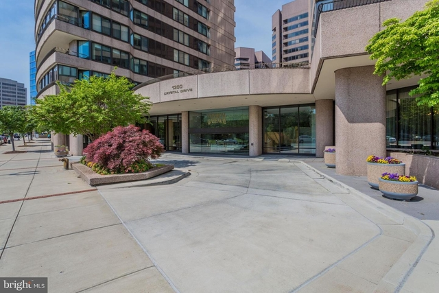3 Bedrooms, Crystal City Shops Rental in Washington, DC for $3,800 - Photo 2