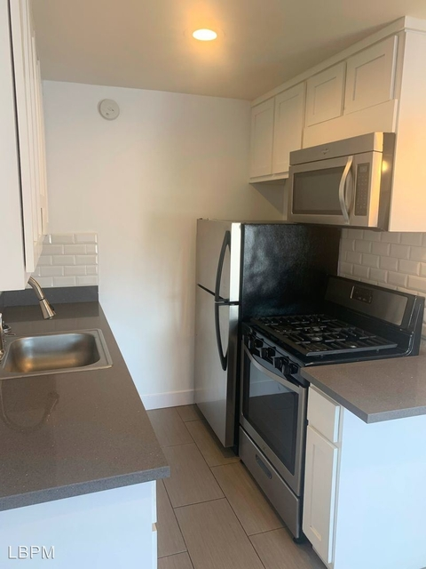 1 Bedroom, Hollywood United Rental in Los Angeles, CA for $2,000 - Photo 1