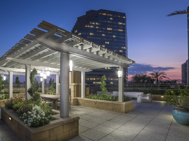 2 Bedrooms, Great Uptown Rental in Houston for $3,806 - Photo 1