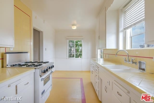 2 Bedrooms, Westwood Rental in Los Angeles, CA for $3,500 - Photo 2