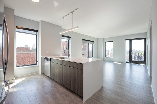 2 Bedrooms, Wrigleyville Rental in Chicago, IL for $3,477 - Photo 2