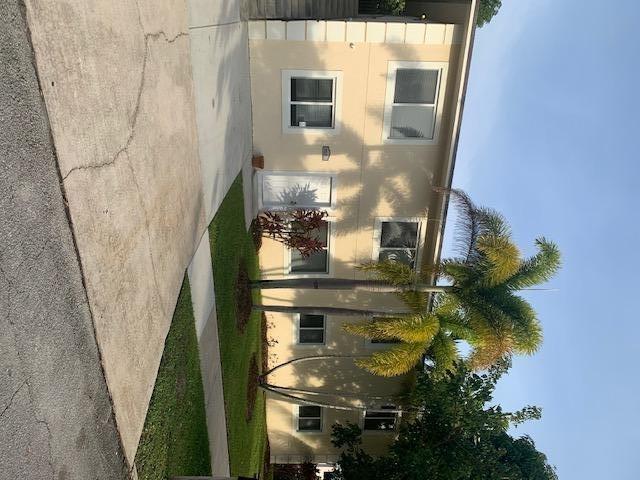 3 Bedrooms, Sunshine Park Rental in Miami, FL for $1,995 - Photo 1