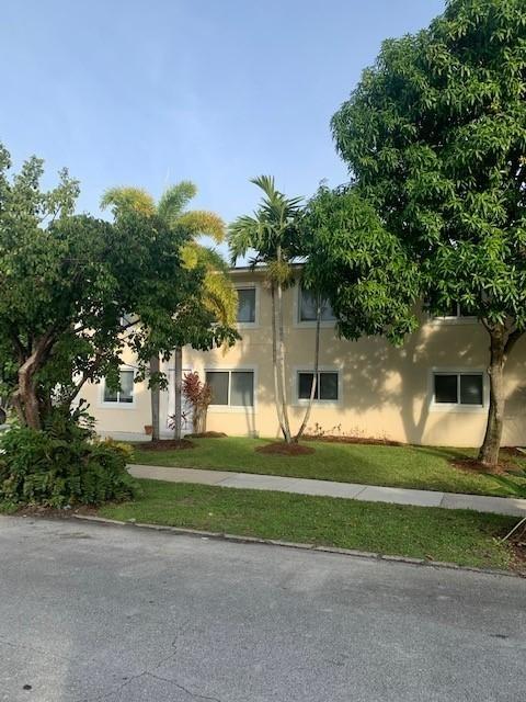 3 Bedrooms, Sunshine Park Rental in Miami, FL for $1,995 - Photo 2