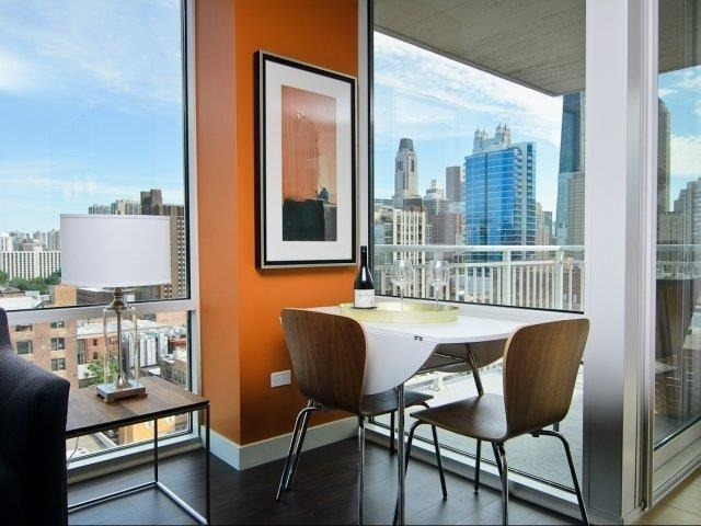 2 Bedrooms, River North Rental in Chicago, IL for $3,215 - Photo 2