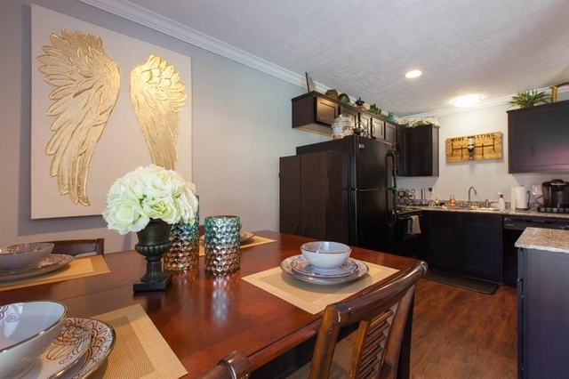 2 Bedrooms, Greater Heights Rental in Houston for $1,600 - Photo 2