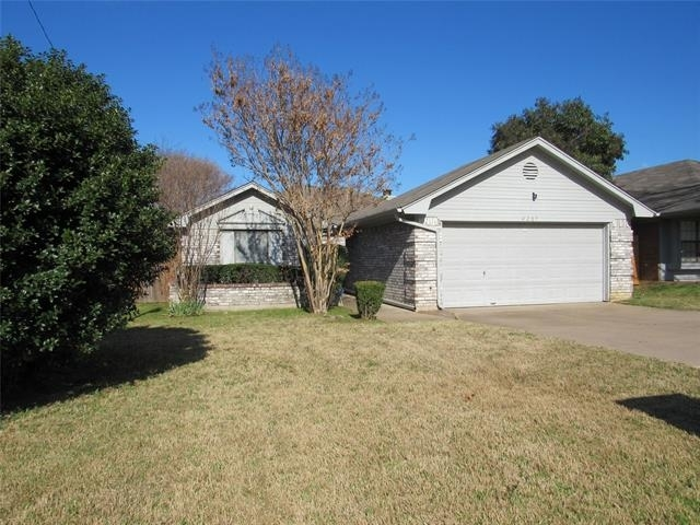 3 Bedrooms, Eagles Nest Rental in Dallas for $1,650 - Photo 2