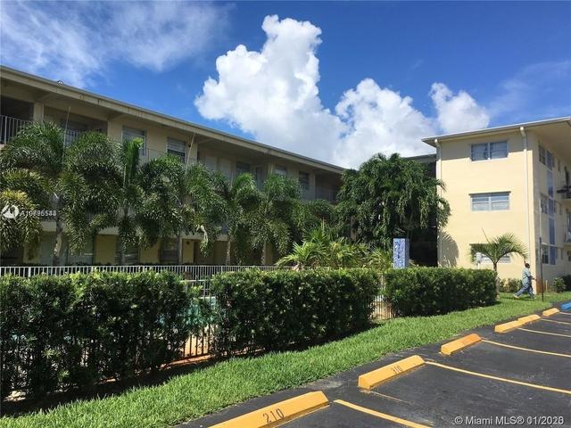 2 Bedrooms, Hallandale Beach Rental in Miami, FL for $1,350 - Photo 2