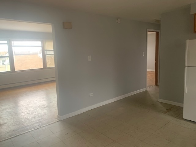 2 Bedrooms, Calumet Rental in Chicago, IL for $950 - Photo 2