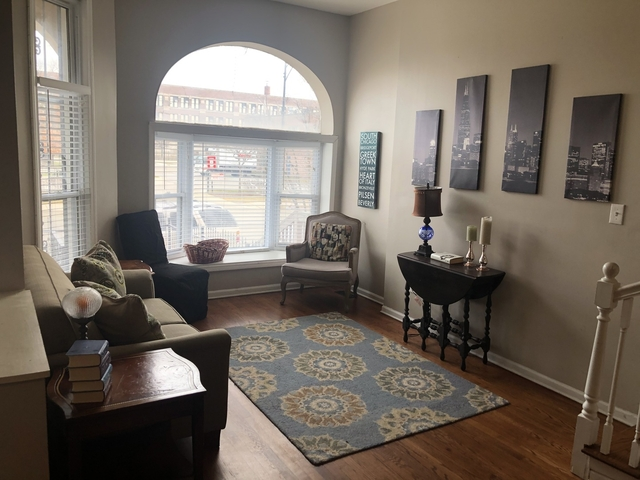 3 Bedrooms, Douglas Rental in Chicago, IL for $2,600 - Photo 2