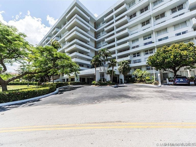 2 Bedrooms, Village of Key Biscayne Rental in Miami, FL for $2,800 - Photo 2