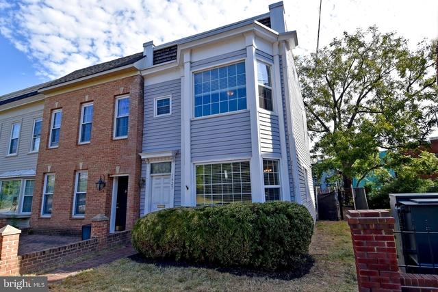 2 Bedrooms, Northeast Alexandria Rental in Washington, DC for $2,500 - Photo 1
