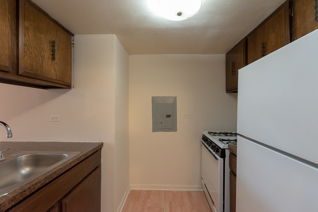 2 Bedrooms, Lake View East Rental in Chicago, IL for $1,750 - Photo 2