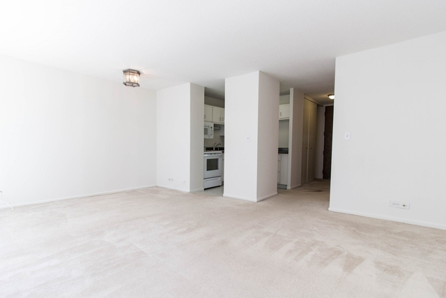 1 Bedroom, Gold Coast Rental in Chicago, IL for $1,750 - Photo 2