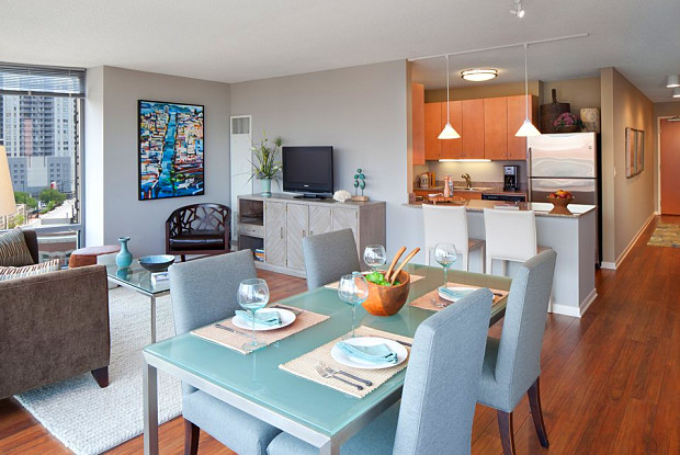 2 Bedrooms, River North Rental in Chicago, IL for $3,833 - Photo 1