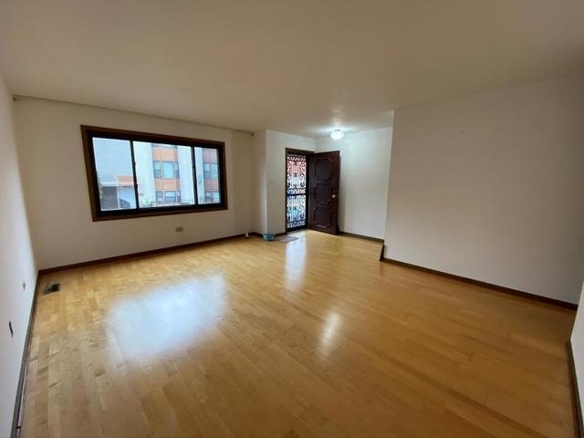 3 Bedrooms, Armour Square Rental in Chicago, IL for $1,800 - Photo 2