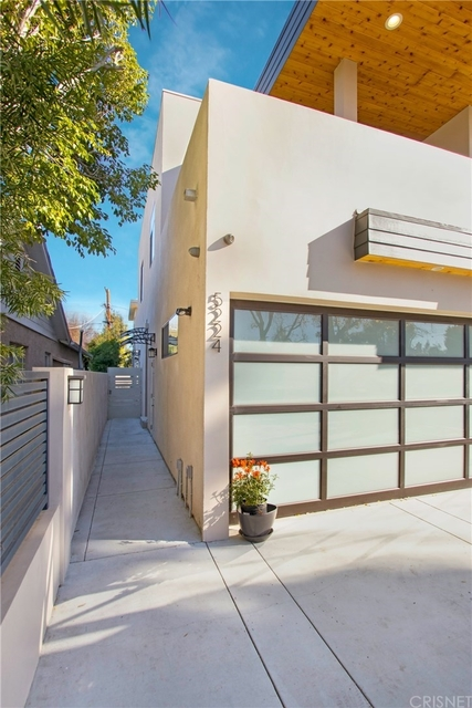 2 Bedrooms, Sherman Oaks Rental in Los Angeles, CA for $3,300 - Photo 2