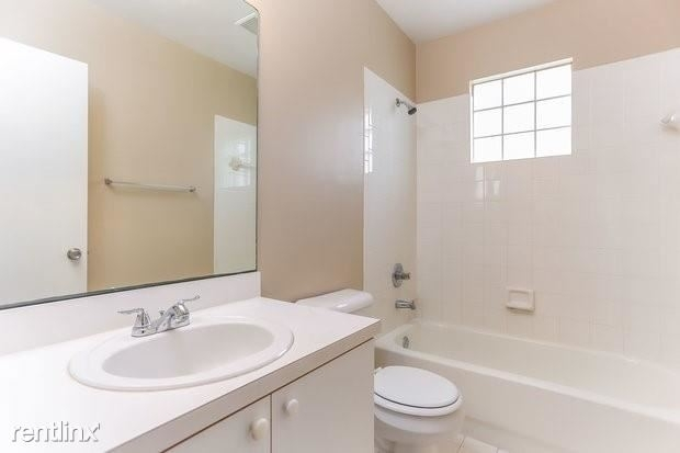 3 Bedrooms, Country Club Village Rental in Miami, FL for $2,325 - Photo 1