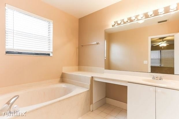 3 Bedrooms, Country Club Village Rental in Miami, FL for $2,325 - Photo 2