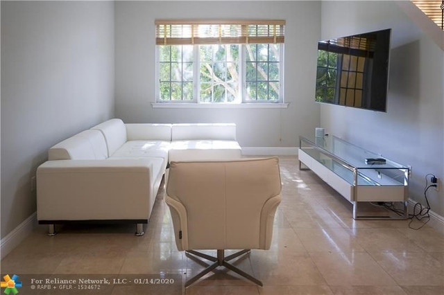 3 Bedrooms, South Fort Lauderdale Rental in Miami, FL for $2,950 - Photo 2