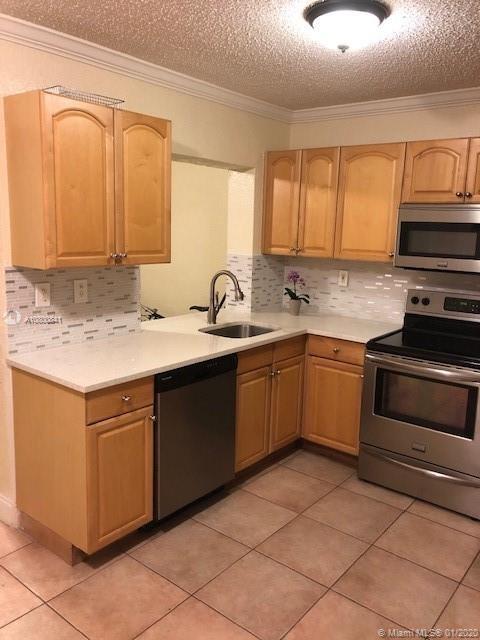 2 Bedrooms, Coral Ridge Isles Rental in Miami, FL for $2,100 - Photo 1