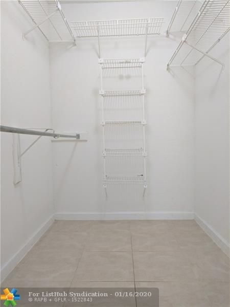 1 Bedroom, Ramblewood South Rental in Miami, FL for $1,250 - Photo 2