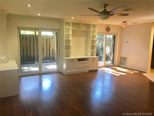 2 Bedrooms, Croissant Park Rental in Miami, FL for $1,800 - Photo 1