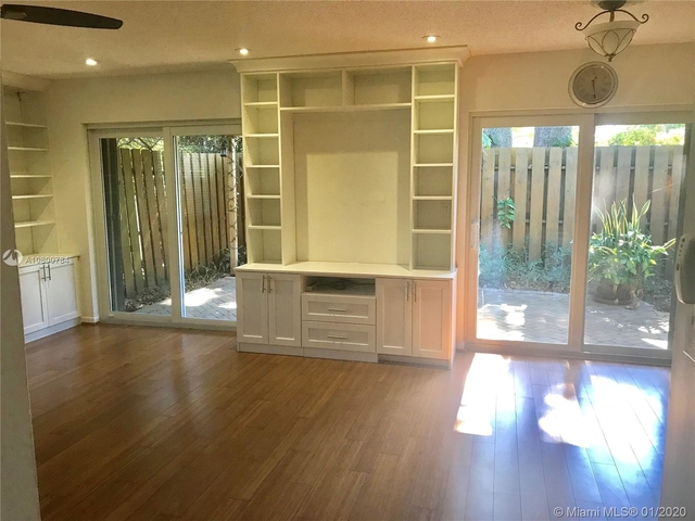 2 Bedrooms, Croissant Park Rental in Miami, FL for $1,800 - Photo 2