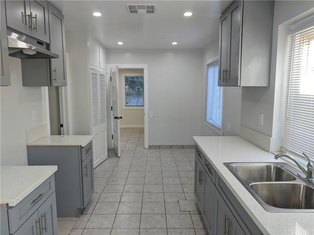 3 Bedrooms, Van Nuys Rental in Los Angeles, CA for $3,495 - Photo 2