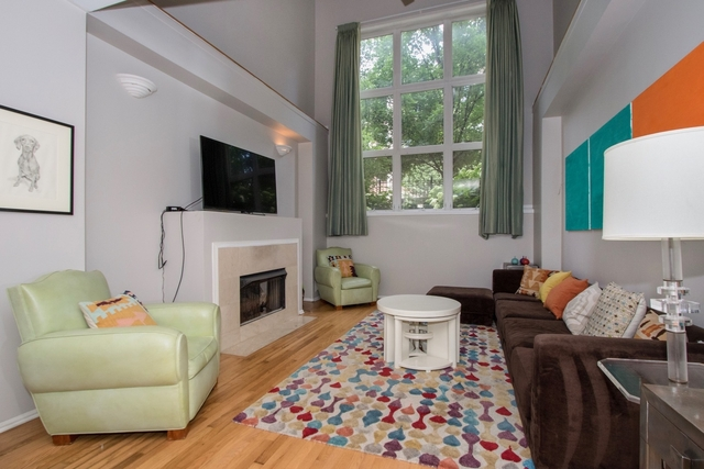 2 Bedrooms, Ukrainian Village Rental in Chicago, IL for $2,400 - Photo 1