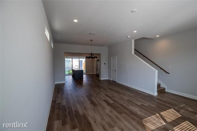 3 Bedrooms, Byers Mccart Rental in Dallas for $2,860 - Photo 2