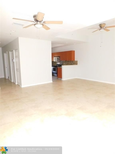 3 Bedrooms, Lighthouse Point Rental in Miami, FL for $2,600 - Photo 1