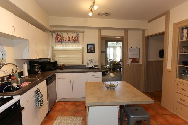 2 Bedrooms, Sheffield Rental in Chicago, IL for $2,250 - Photo 2