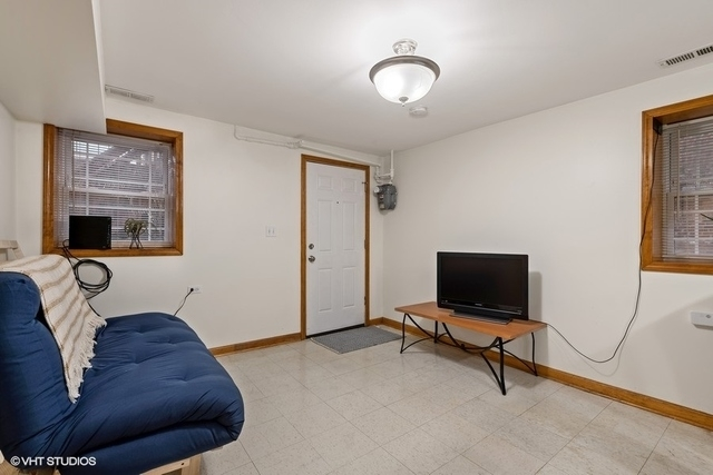 2 Bedrooms, Heart of Chicago Rental in Chicago, IL for $1,000 - Photo 2