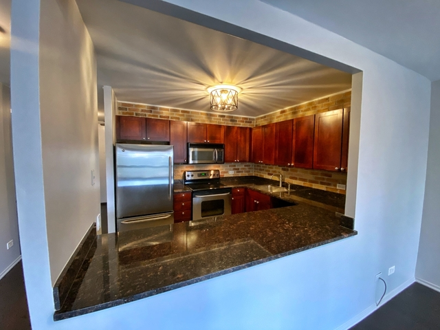 1 Bedroom, Near North Side Rental in Chicago, IL for $1,900 - Photo 2